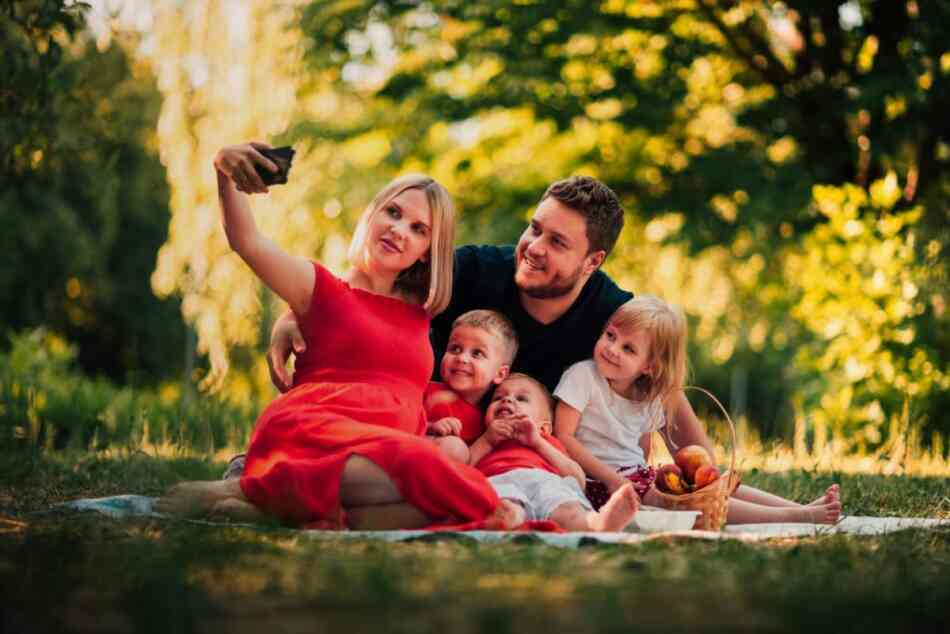 Mom taking selfie with dad and kids