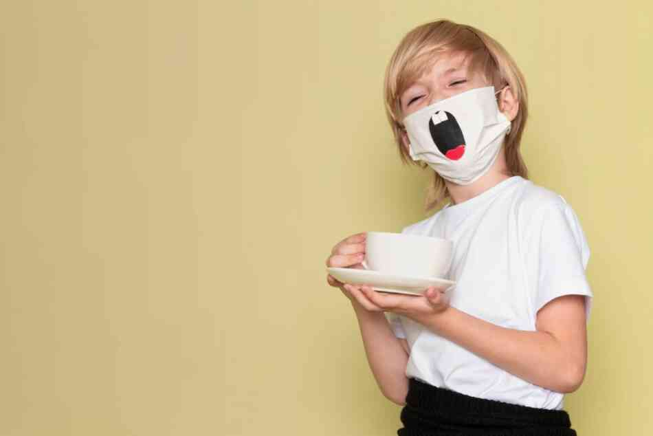 Kid laughing with facemask