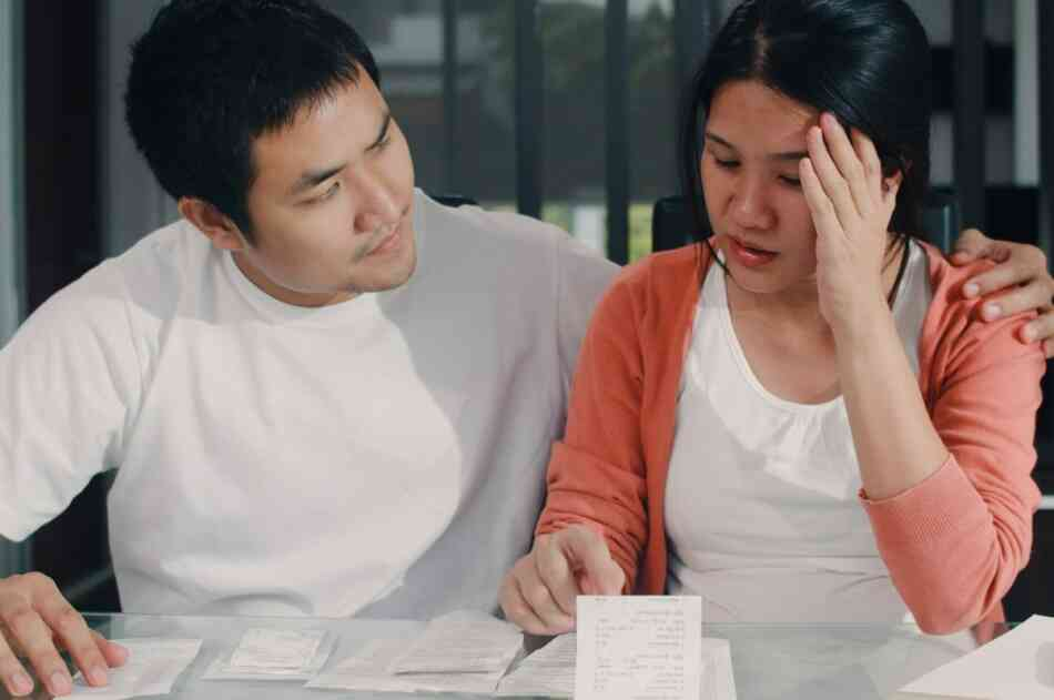 Pregnant couple stressed about their financial records