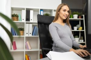 Working while pregnant: How to juggle pregnancy and a demanding job