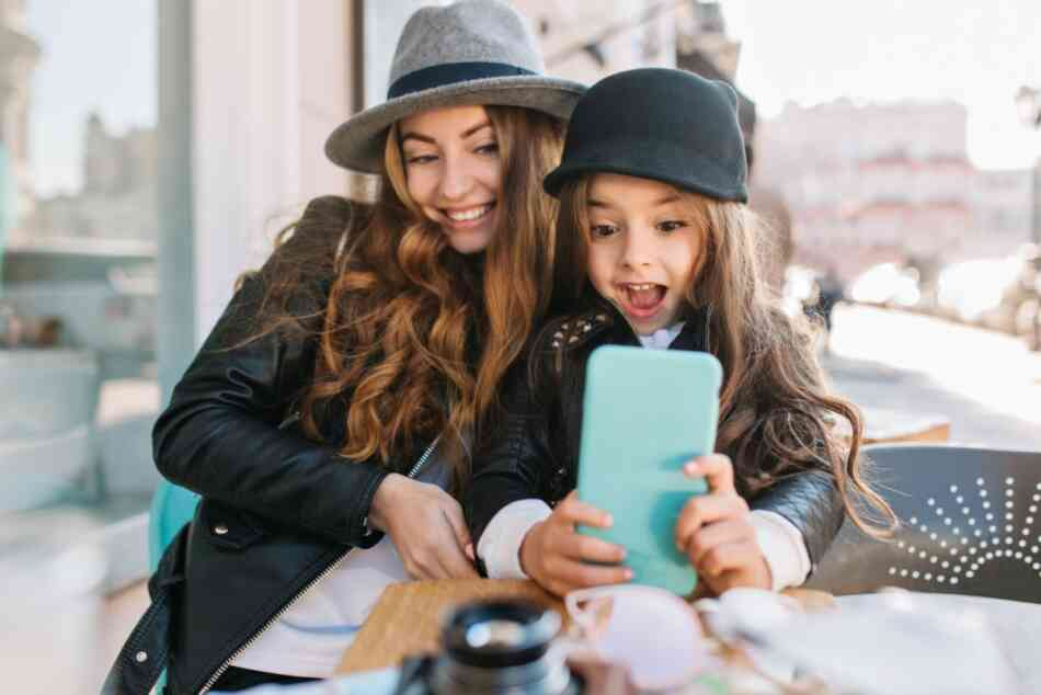 mom taking selfie with daughter
