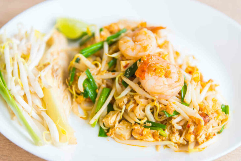 Pad Thai with shrimp and chicken
