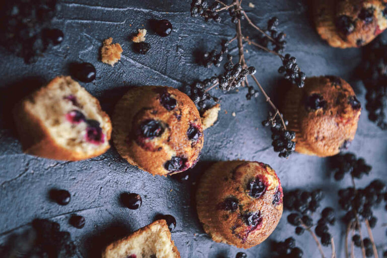 Oatmeal-muffins-with-blueberries-and-walnuts
