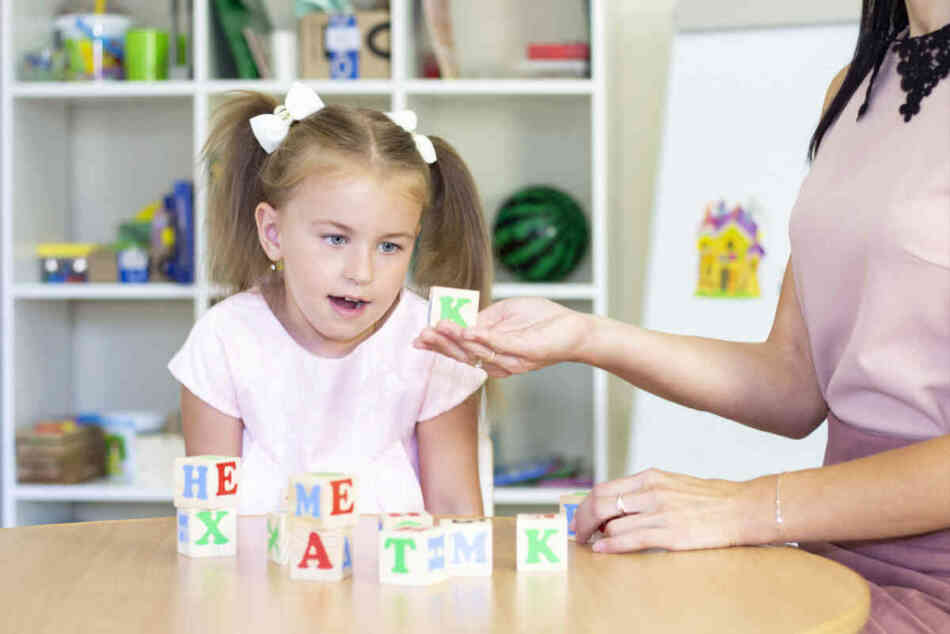 young girl at speech therapy class