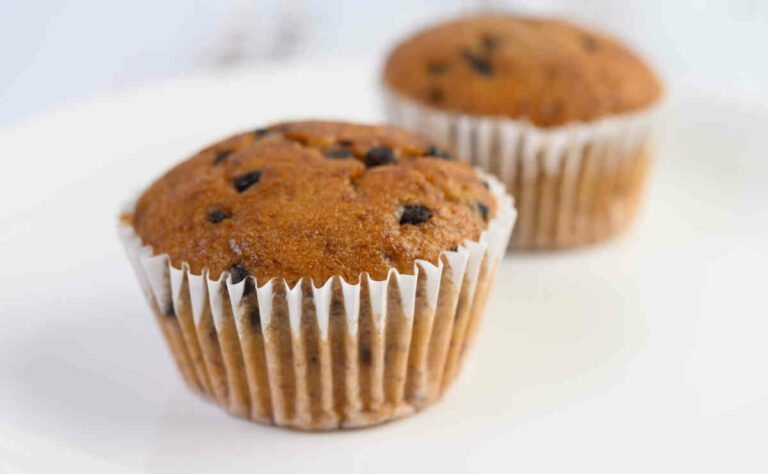 Apple-and-chocolate-chip-muffins